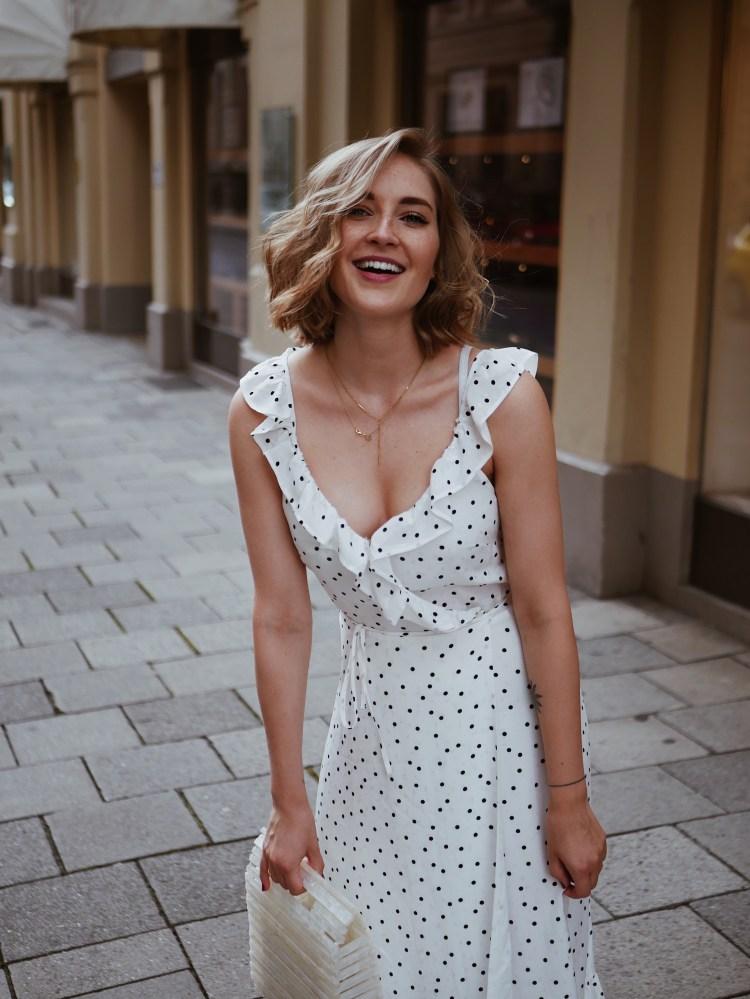 Fashionblogger Laura Herz Polka Dot Maxidress