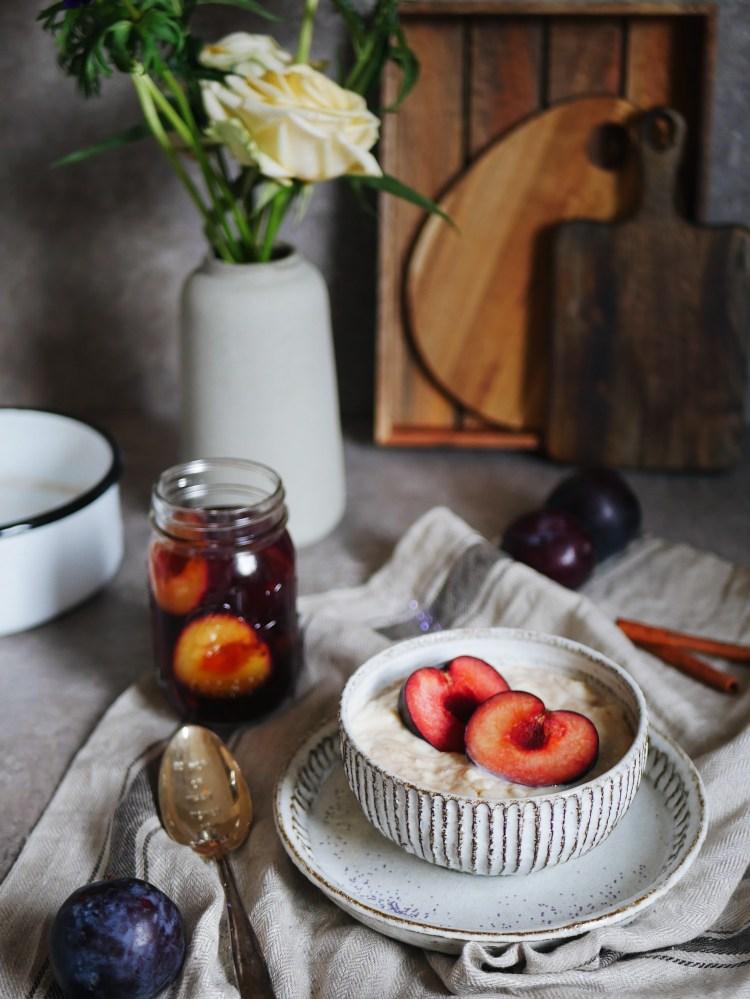 Milchreis mit eingekochten Zimt-Pflaumen