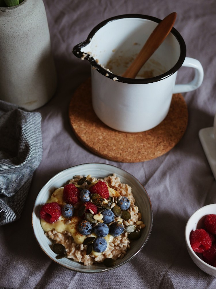 Vanilla Porridge with Berries and Seeds