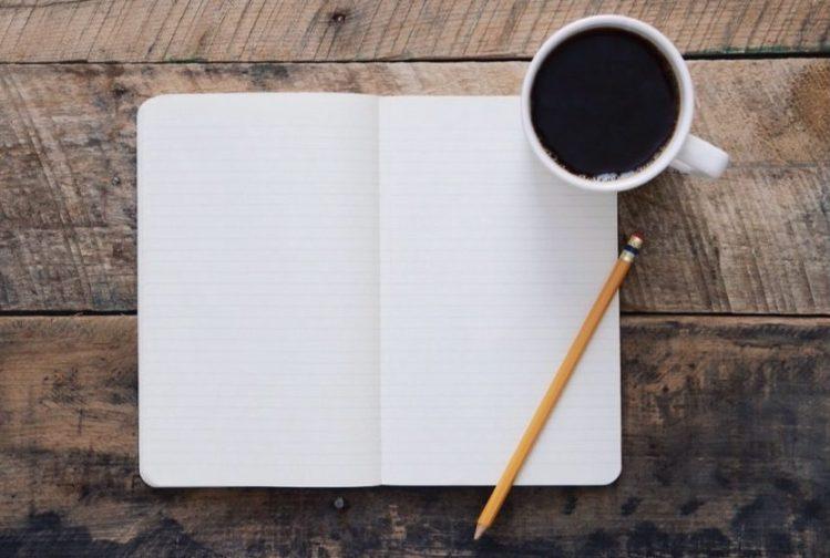Leerer Zettel und Stift