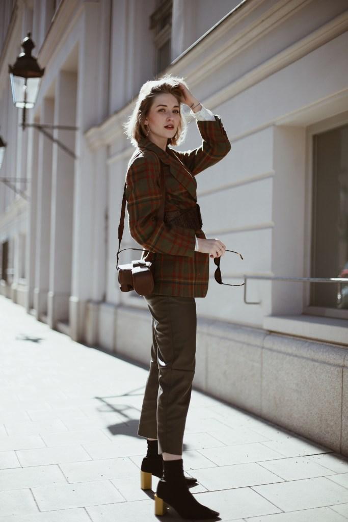 Outfit: Vintage Aigner Blazer, Leather Pants & Sock Shoes
