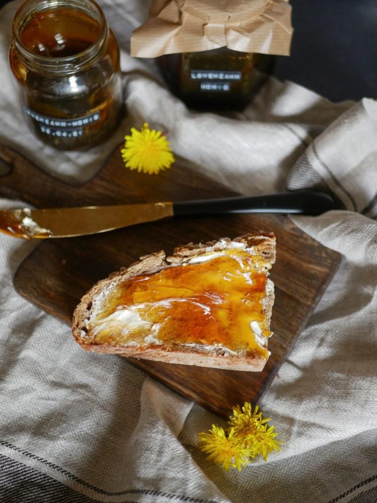 Loewenzahn Honig auf Brot