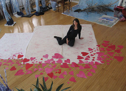 Soul Artist Laüra Hollick in her soul art studio following her heart.