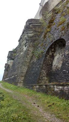 Die alte Stadtmauer, wo einmal Wasser war