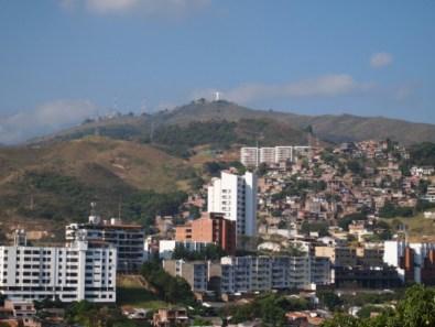 Seht ihr da oben auf den Berg die Christus-Statue? Da wollten wir ursprünglich mal hin.
