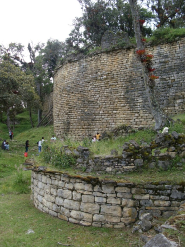 Riesige Steinmauern in Kuélap