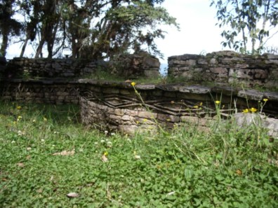 Dekorationen an den Häusern in Kuélap