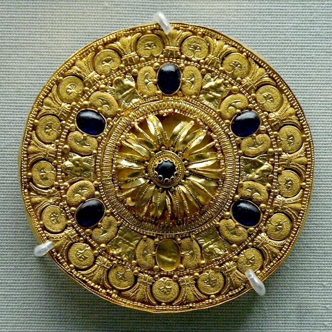 etruscan metalwork