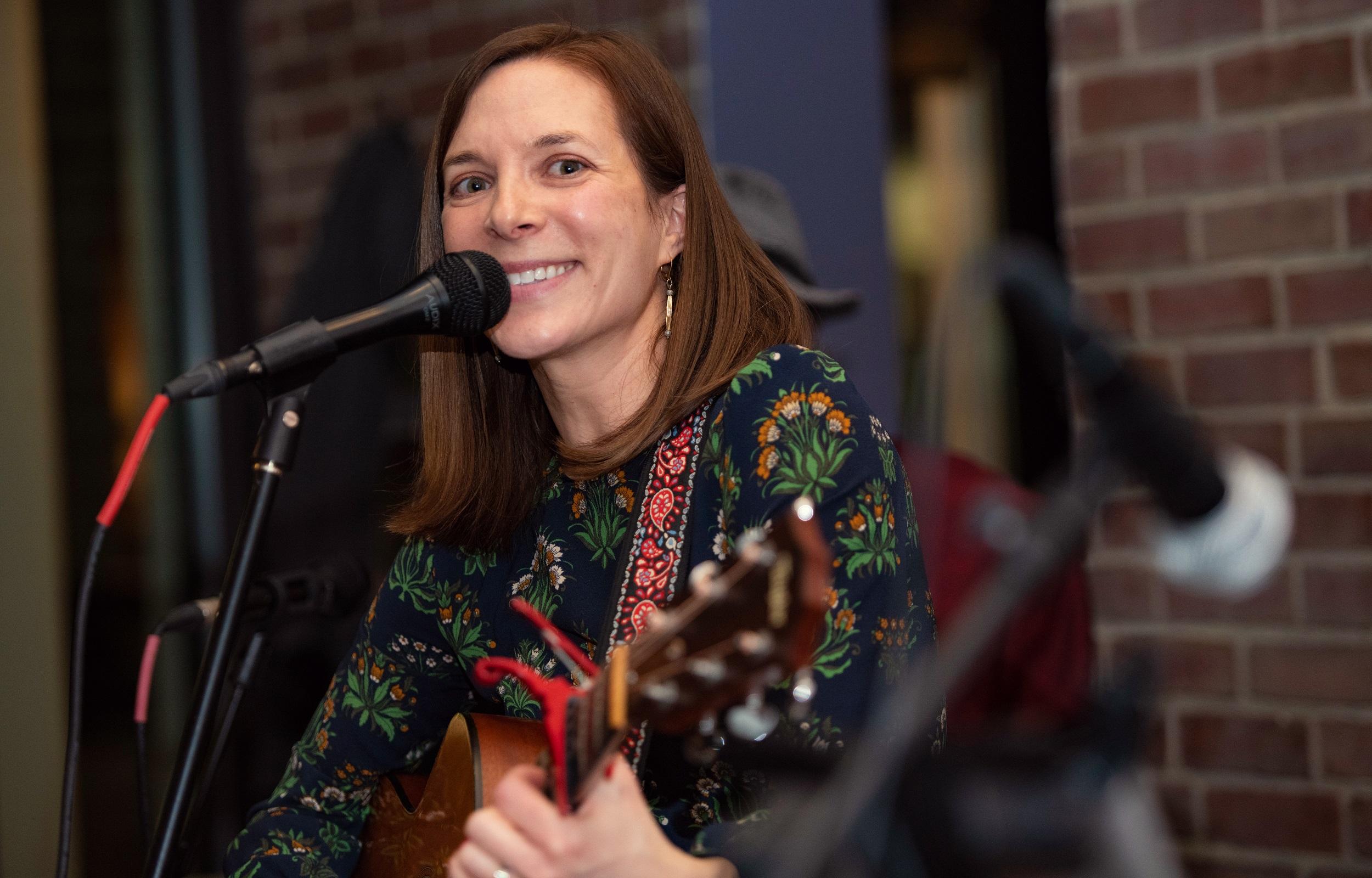 Laura Jean Binkley [photo credit: Kata Sasvari, 2020]