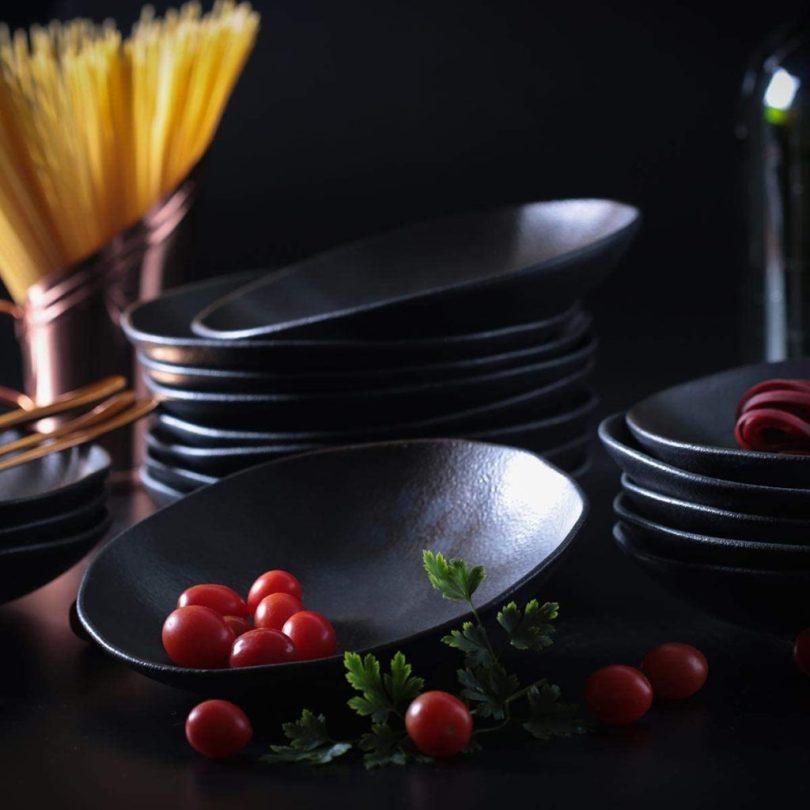 conjunto jogo de pratos pretos elegantes