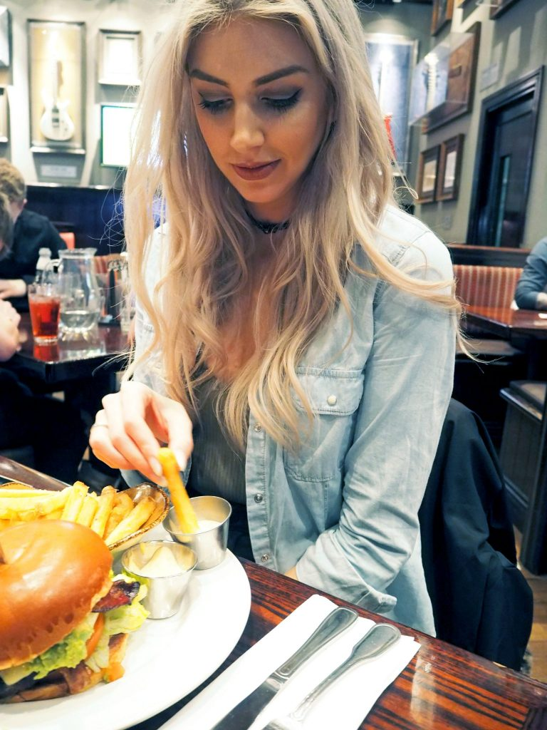 Laura Kate Lucas - Manchester Fashion and Lifestyle Blogger | Hard Rock Cafe Menu Local Burger Review