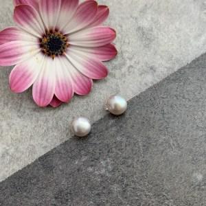 Grey pearl studs