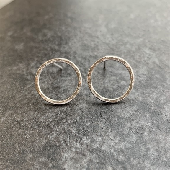 Small circle hammered studs
