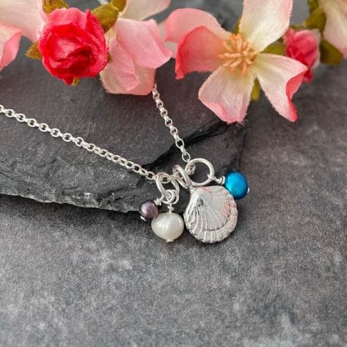 Silver seashell pendant necklace