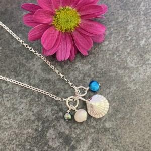 Silver sea shell pendant necklace