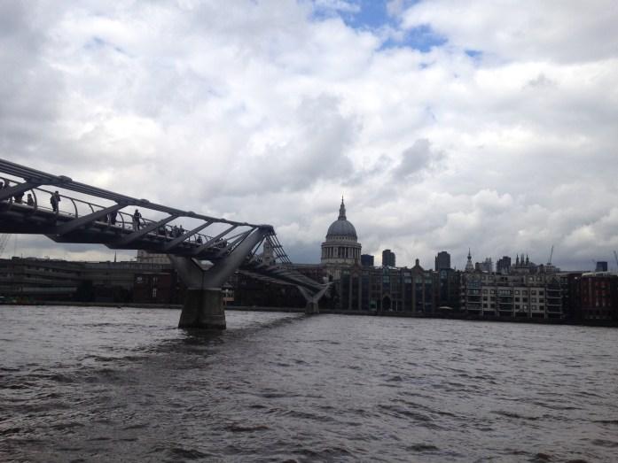 Uno de los puentes más modernos de la ciudad.