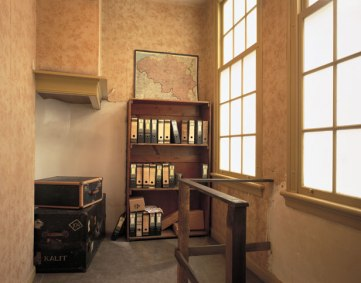 The Secret Annexe was hidden behind the movable bookcase