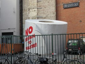 Hidden in the middle of Ghent is the world's biggest toilet roll... (and here Iearnt my first Dutch phrase, the meaning of which cannot be repeated).