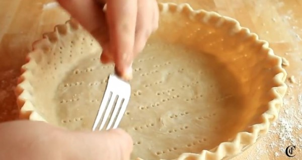 Perfect Homemade Pie Crust Recipe {Video Tutorial} www.lauraslittlehousetips.com