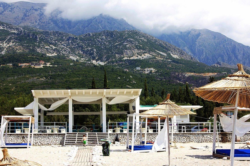 Holiday plans: where to relax on the Albanian riviera, Drimadhes beach bar (3/6)