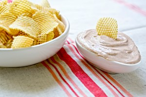 Curry yogurt chip and potato dip