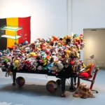 Los peluches invaden Bruselas con Charlemagne Palestine – Laura Tejerina