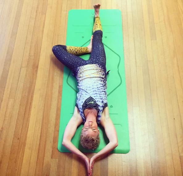 Liforme Yoga Mat Review Laura Try