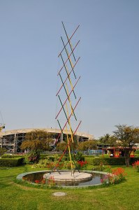 A sculpture in Kolkata exhibiting Buckminster Fuller's tensegrity technique