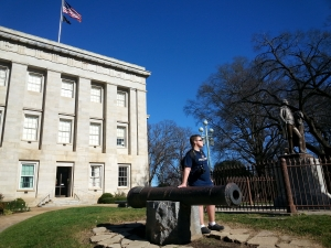 Cannons flanking George Washington Statue