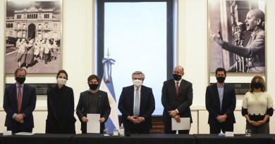 El Presidente encabezó el acto en el que las provincias de Buenos Aires, Santa Fe y Entre Ríos se sumaron al plan Argentina Construye