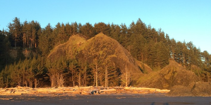Sun setting on basalt at Cape Disappointment