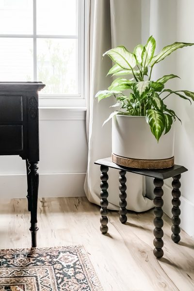 DIY Turned Leg Plant Stand made from precut pieces or scrap wood. Turned legs from Michaels. Mix Polycrylic and stain together to create a uniform, waterproof, durable finish. #diyplantstand #plantstand #diyfurniture #modernplantstand #vintageplantstand #vintagestyle #houseplants #bedroomdecor