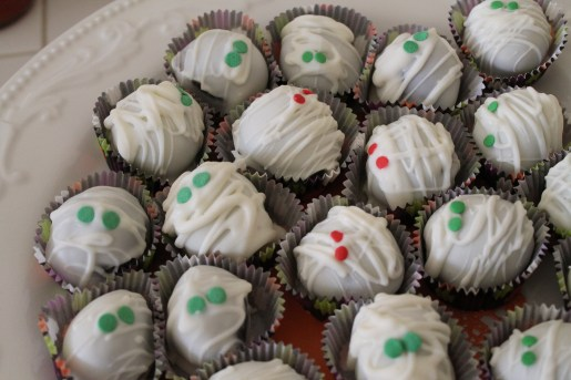 Mummy cake balls