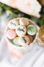 calligraphy-macaron-place-cards-1