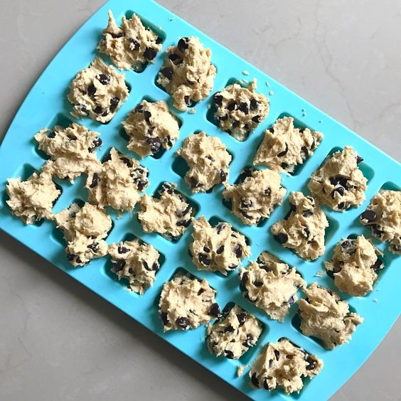 Chocolate Chip Keto Cookie Dough Fat Bomb #keto #lowcarb #loseweightfastandeasy #lowcarbsnack #ketosnack