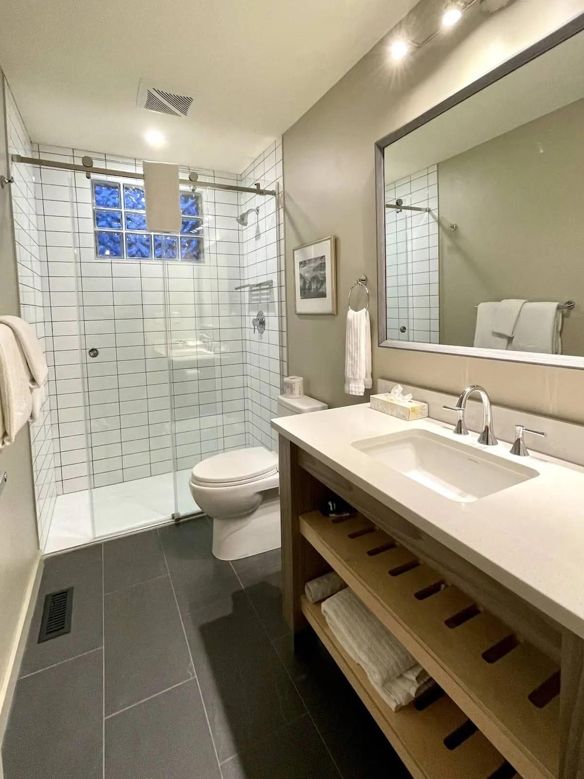 Buffalo Mountain Lodge - Buffalo Suite bathroom