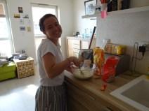 Siostra Gheen making pancakes
