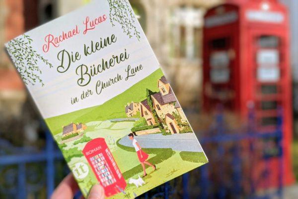 Die kleine Bücherei in der Church Lane von Rachael Lucas