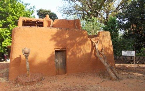 Case exposée dans le musée de Bobo Dioulasso