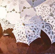 Sombrillas de encaje para protección solar.