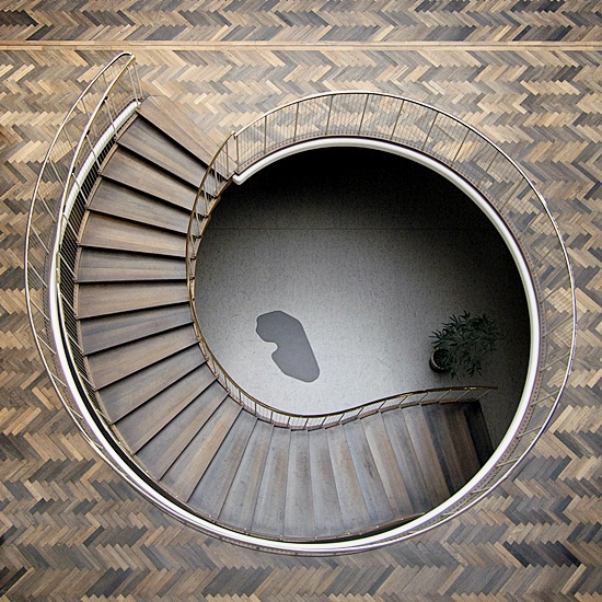Most Beautiful Examples of Spiral & Helical Staircase Photography (2)