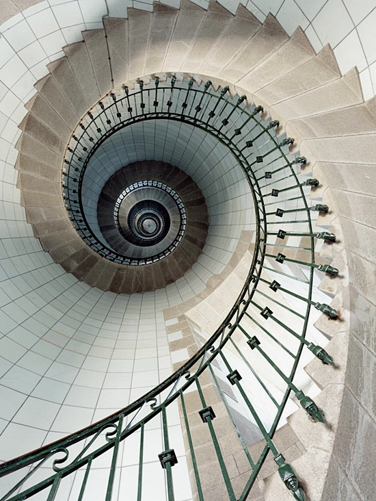 Most Beautiful Examples of Spiral & Helical Staircase Photography (4)