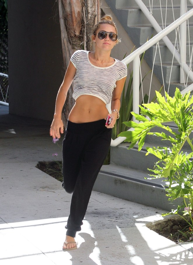 FLYNET - Miley Cyrus Stops By An Office Building For A Minute While Her Pal Kept The Car Running In Los Angeles