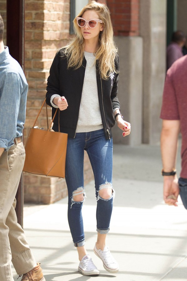 poppy-delevingne-ripped-jeans-1