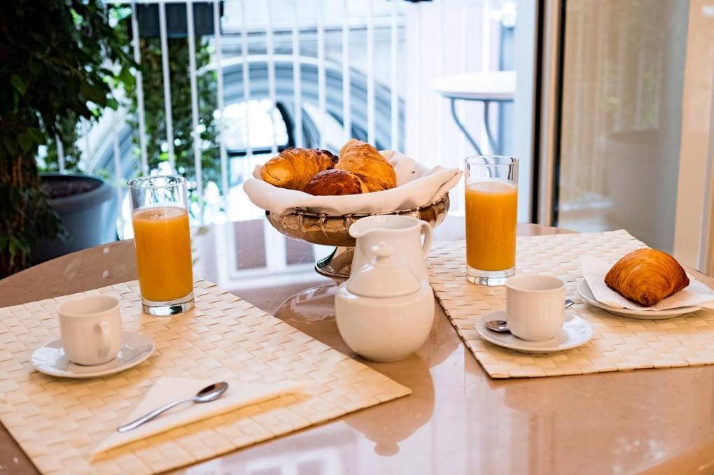 colazione in camera hotel tesoro Napoli