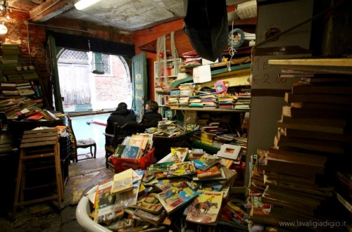 libreria acqua alta venezia 4