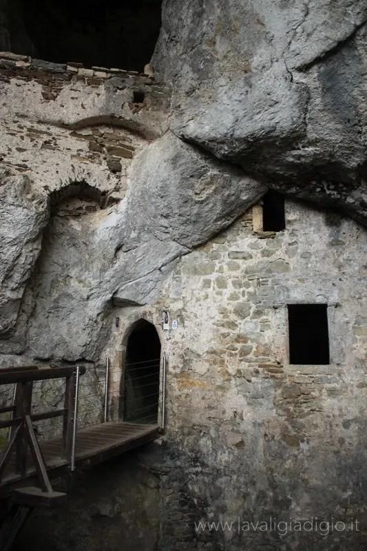 castello di predjama slovenia 3