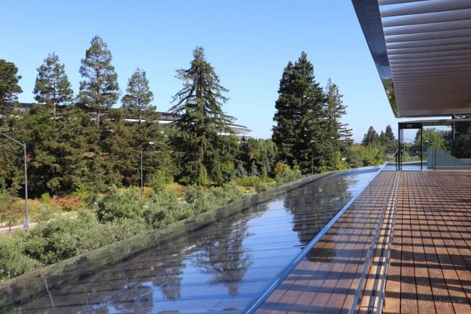 Apple Park visitor center terrazza