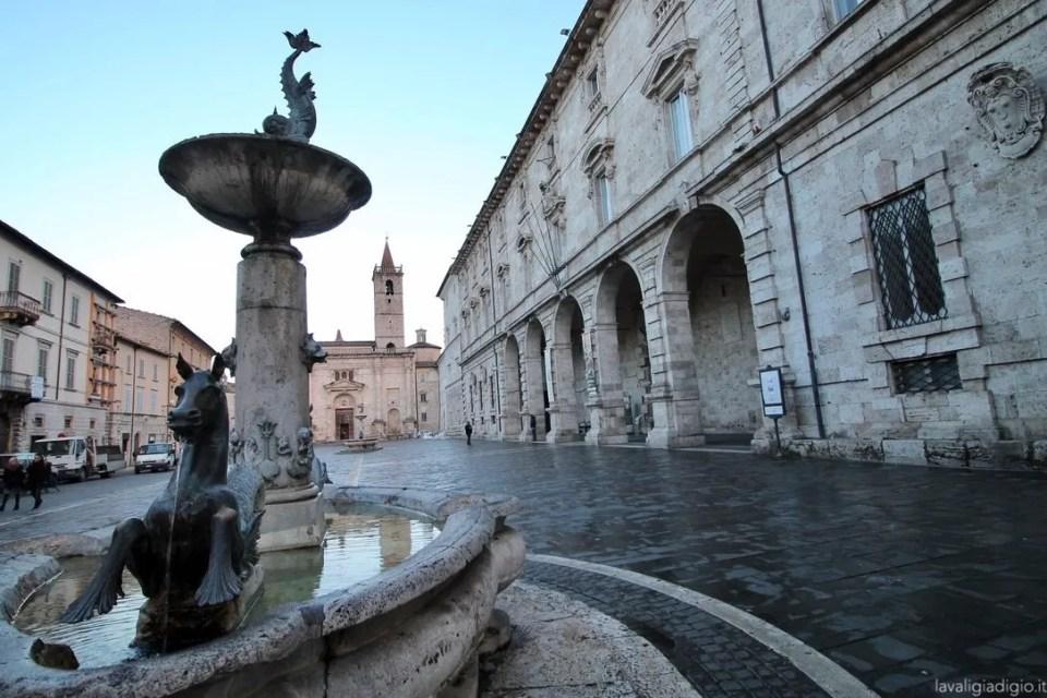 cosa vedere ad Ascoli Piceno in un giorno piazza arringo