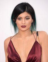 Kylie Jenner Marsala look